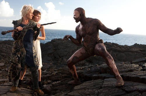 Helen Mirren, Felicity Jones e Djimon Hounsou nel film The Tempest