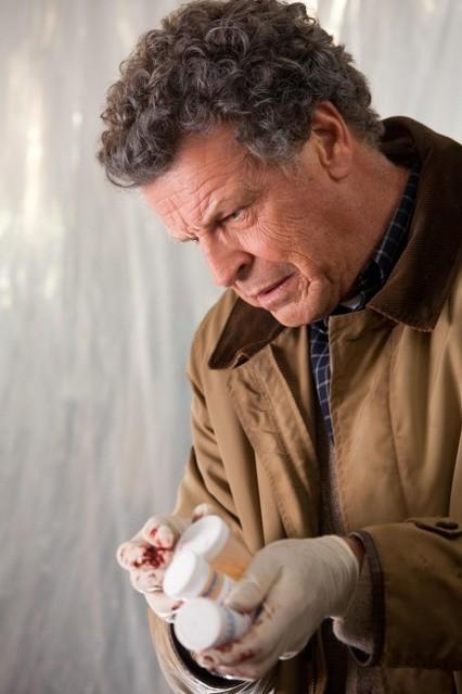John Noble nell'episodio Marionette di Fringe