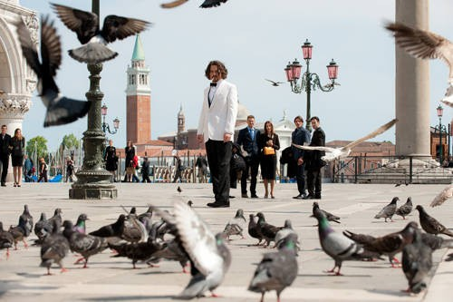 Johnny Depp nei panni di un turista in Italia nel thriller The Tourist