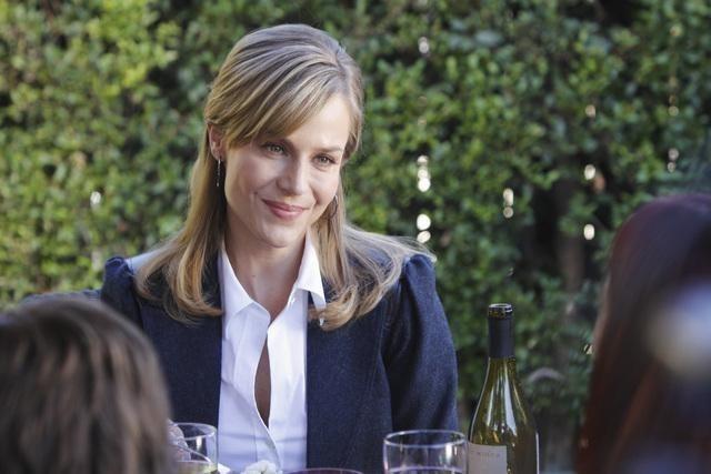 Julie Benz nell'episodio No Ordinary Friends di No Ordinary Family