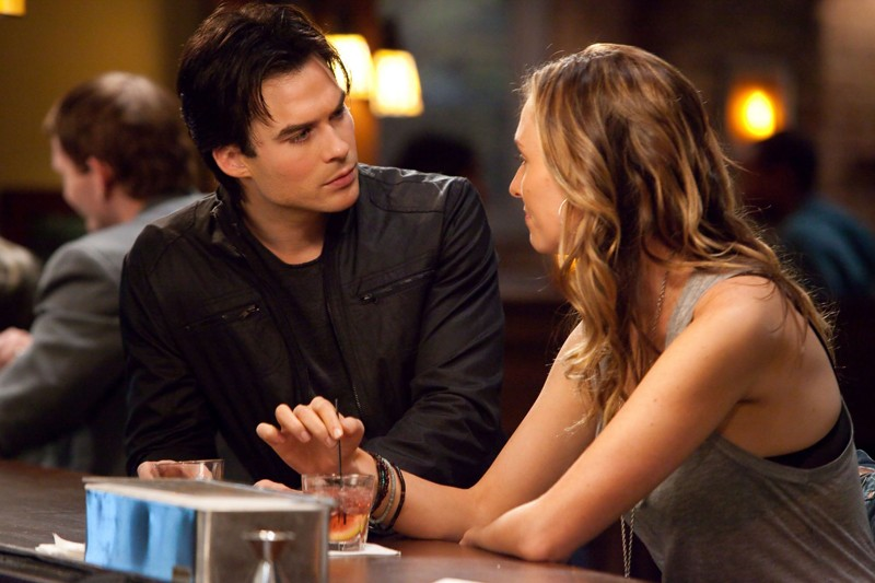 Damon (Ian Somerhalder) e Jules (Michaela McManus) in By the Light of the Moon di Vampire Diaries