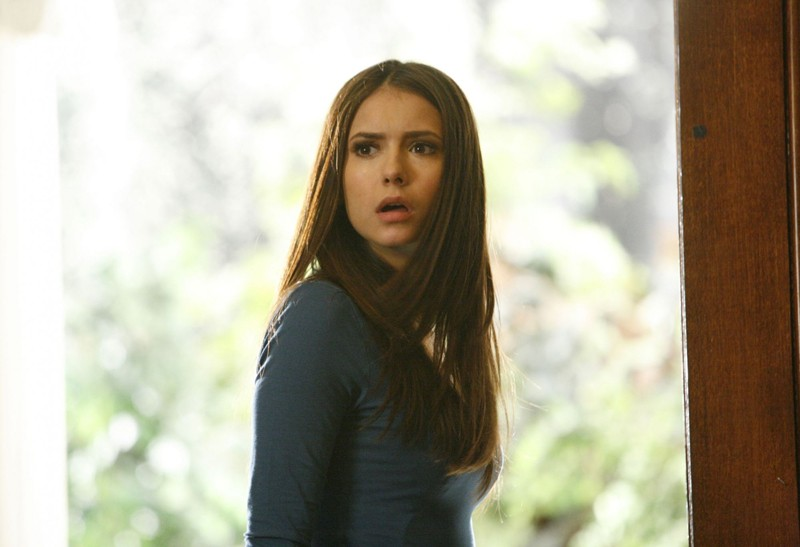 Elena (Nina Dobrev) in una scena dell'episodio By the Light of the Moon di Vampire Diaries