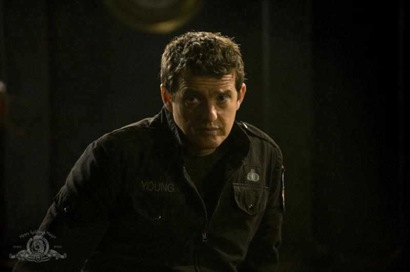 Everett Young (Justin Louis) nell'episodio Resurgence di Stargate Universe