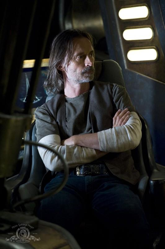 Il Dott. Nicholas Rush (Robert Carlyle) in una scena dell'episodio Resurgence di Stargate Universe