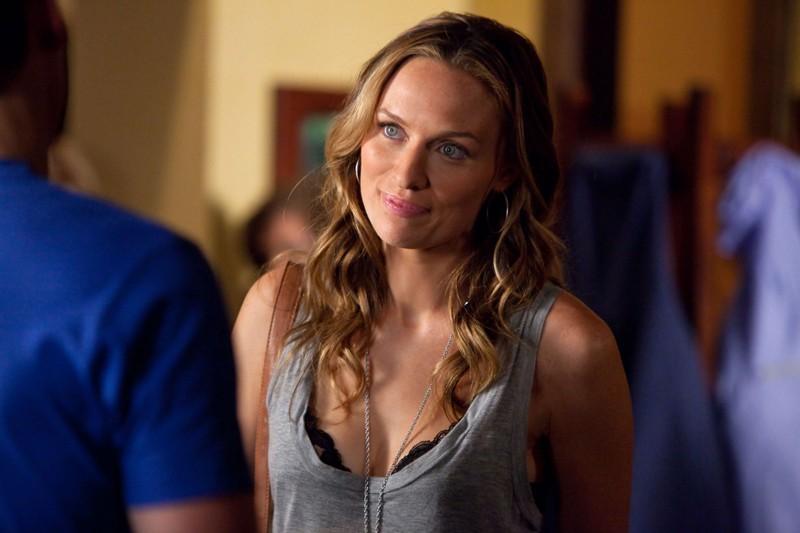 Jules (Michaela McManus) in un momento dell'episodio By the Light of the Moon di Vampire Diaries