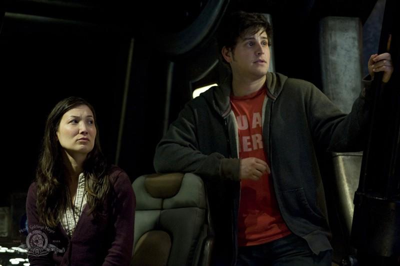Lisa (Jennifer Spence) e Eli (David Blue) nell'episodio Resurgence di Stargate Universe