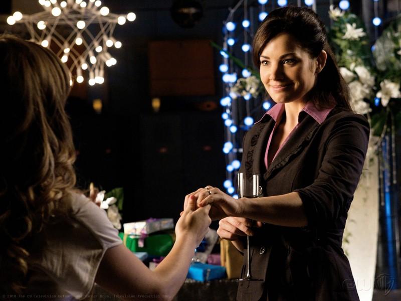Lois Lane (Erica Durance) in un momento dell'episodio Icarus di Smallville