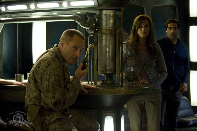 Morrison (Vincent Gale) alla radio nell'episodio Visitation di Stargate Universe
