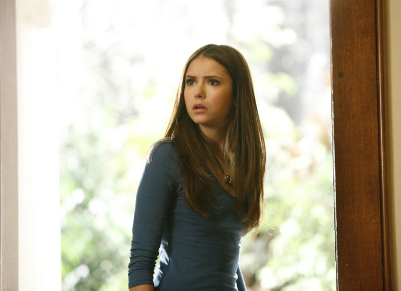 Nina Dobrev in una sequenza dell'episodio By the Light of the Moon di Vampire Diaries