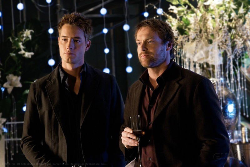 Oliver (Justin Hartley) e Carter (Michael Shanks) nell'episodio Icarus di Smallville
