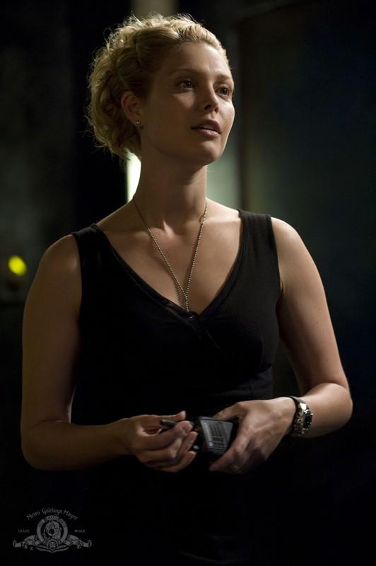T.J. (Alaina Kalanj) in un momento dell'episodio Resurgence di Stargate Universe