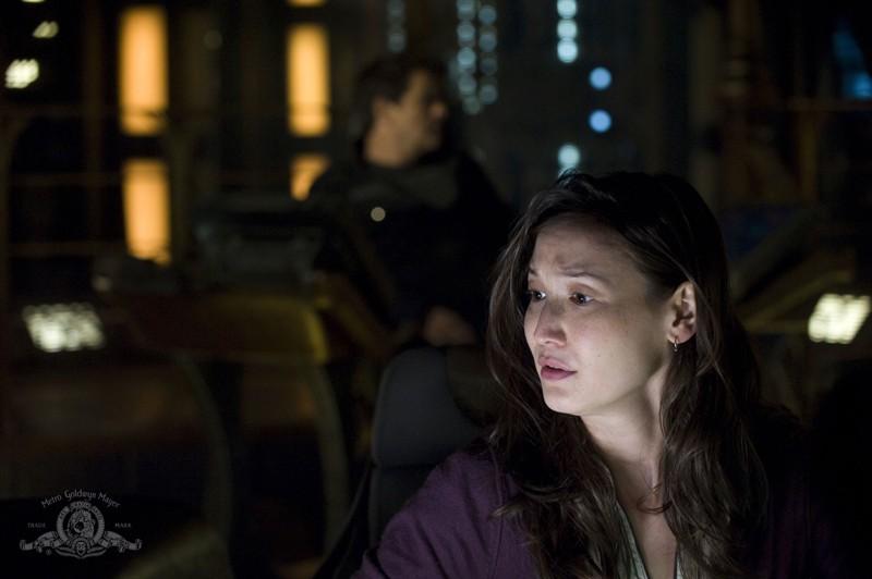 Una preoccupata Jennifer Spence nell'episodio Resurgence di Stargate Universe