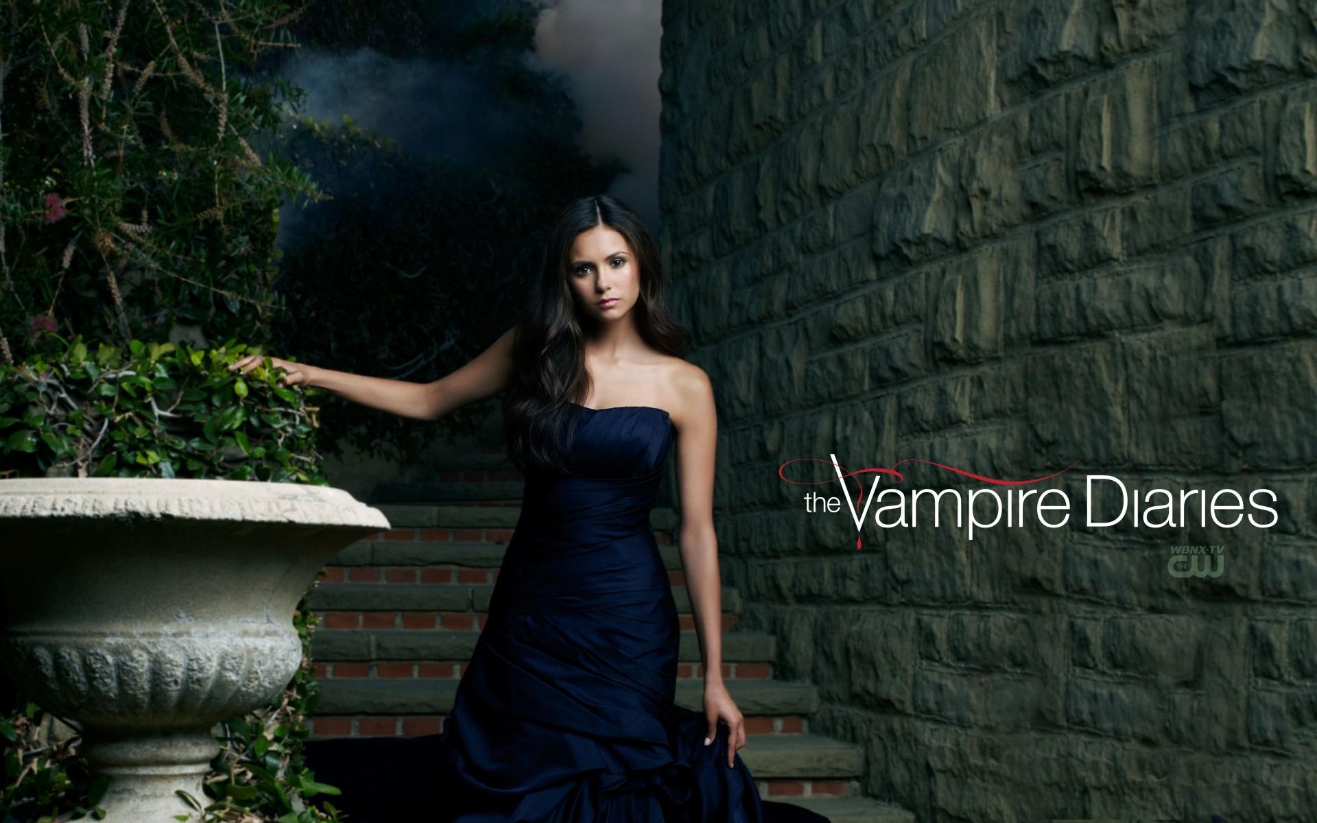 Wallpaper dedicato a Nina Dobrev per la 2 season di Vampire Diaries