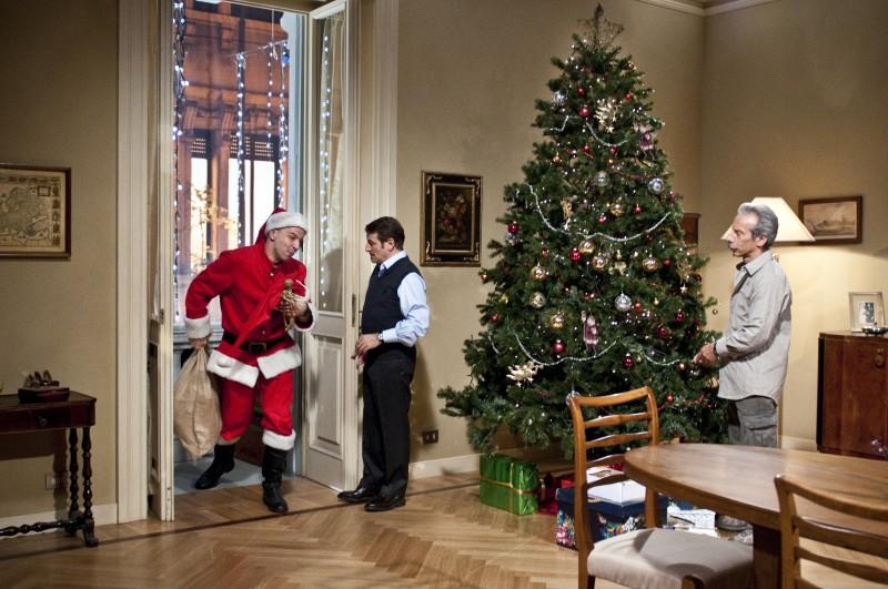 Aldo, Govanni e Giacomo in una scena de La banda dei Babbi Natale
