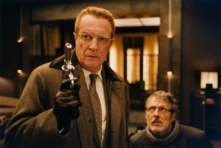 André Dussollier con Nicolas Marié in una scena del film L'esplosivo piano di Bazil