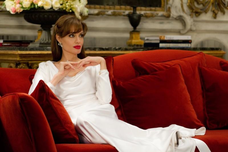 Angelina Jolie come una diva nel film The Tourist