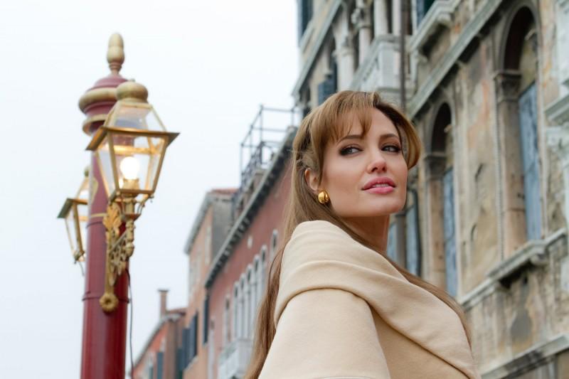 Angelina Jolie in un'immagine del film The Tourist