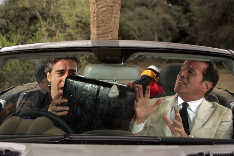 Max Tortora e Christian De Sica in una scena del film Natale in Sudafrica