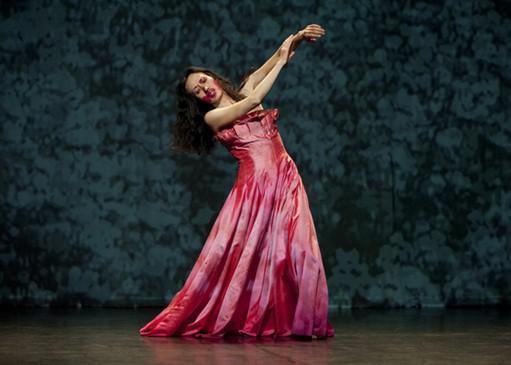 Una coreografia 'in rosso' nel film 'Pina'