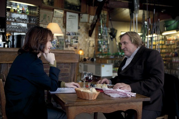 Gérard Depardieu e Nathalie Baye in Small World