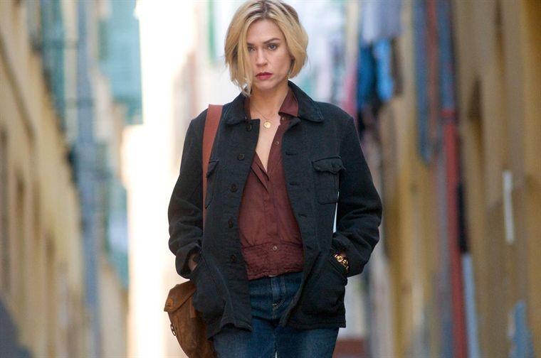 Marie-Josée Croze in una immagine del film Un balcon sur la mer