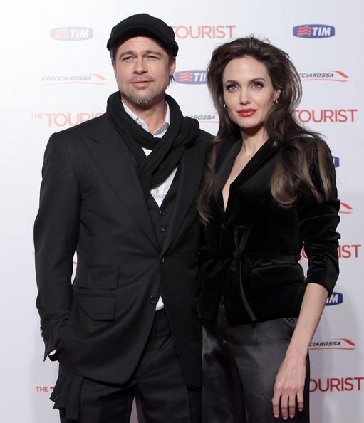 Una splendida Angelina Jolie accanto a Brad Pitt alla premiere romana di The Tourist