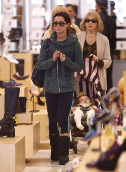 Ashley Tisdale fa shopping presso Barneys New York di Beverly Hills