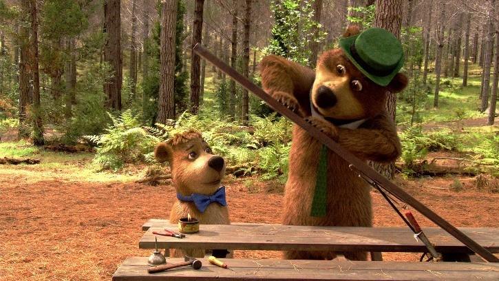 Bubu e Yoghi in una scena del film Yogi Bear 3D