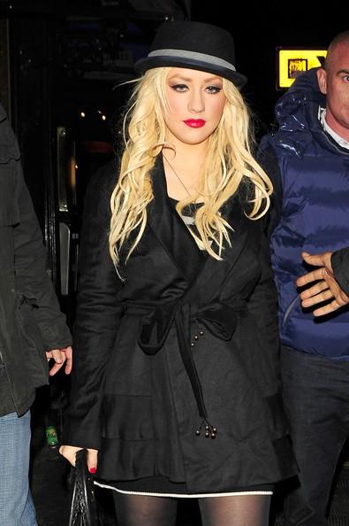 Christina Aguilera mentre lascia il ristorante HIX di Londra
