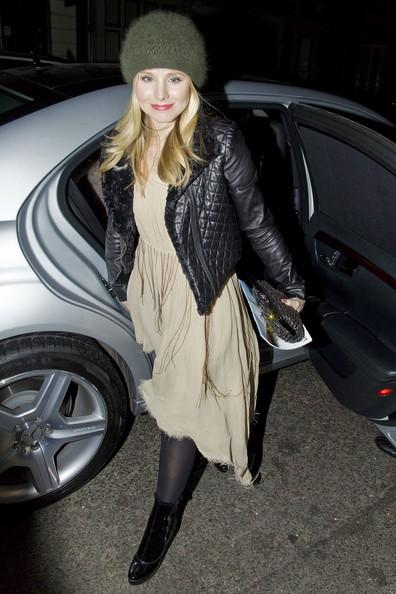 Kristen Bell arriva al suo albergo di Londra