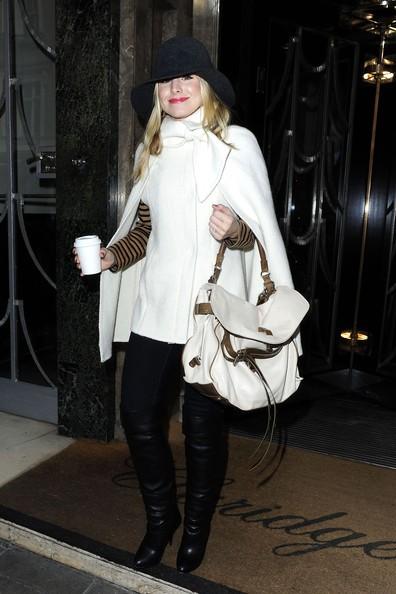 Kristen Bell mentre lascia il suo albergo per pranzo
