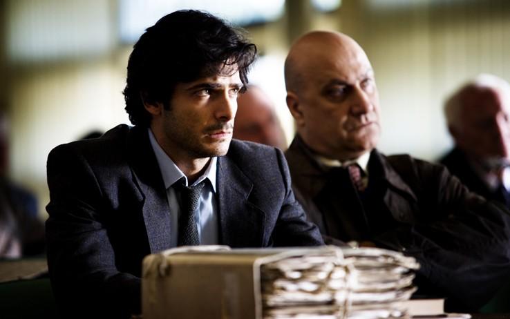 Marco Bocci (Commissario Scialoja) e Dario D'Ambrosi (ispettore Canton) in una scena del nono episodio di Romanzo Criminale 2