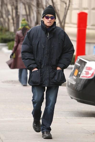 Michael Douglas cammina verso Central Park