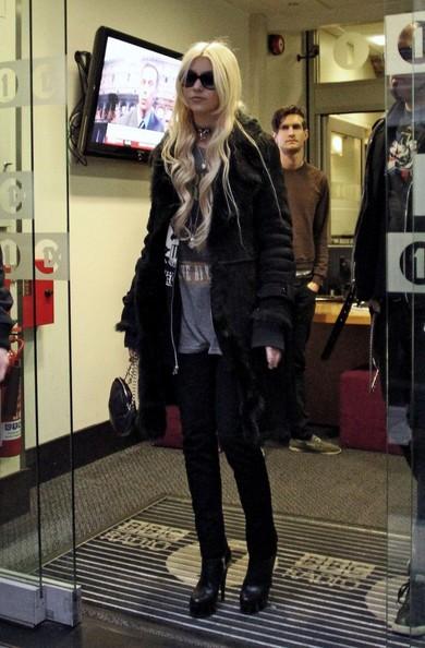 Taylor Momsen mentre arriva alla BBC Radio 1