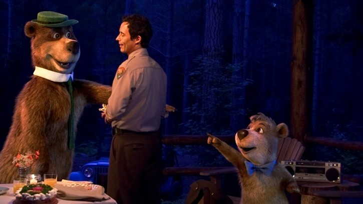 Tom Cavanagh tra Yoghi e Bubu nel film Yogi Bear 3D