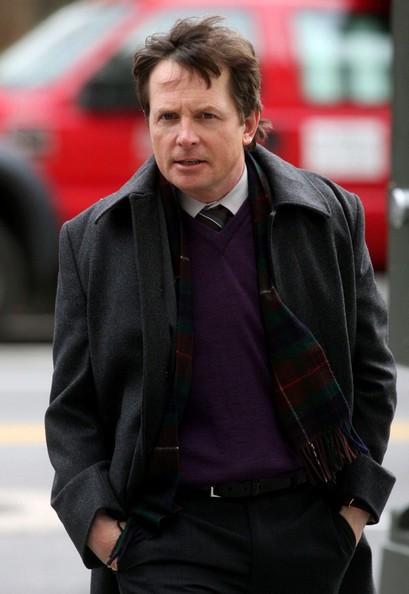 Michael J. Fox si dirige verso il set di 'The Good Wife', il7 dicembre 2010