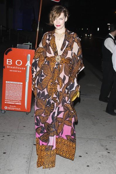 Milla Jovovich a cena con il marito Paolo al BOA steakhouse di Los Angeles