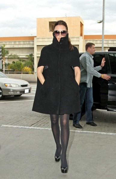 Victoria Beckham si allontana dal Los Angeles International Airport