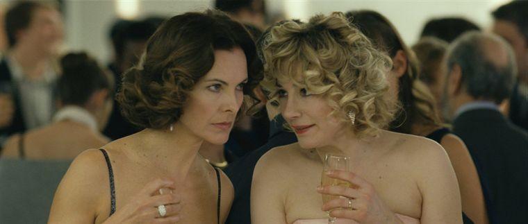 Carole Bouquet e Julie Depardieu nel film Libre échange