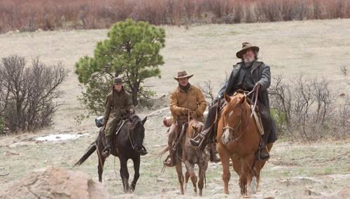 Hailee Steinfeld, Matt Damon e Jeff Bridges in una scena di True Grit
