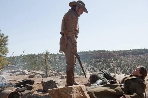 Matt Damon con Hailee Steinfeld in azione nel western True Grit