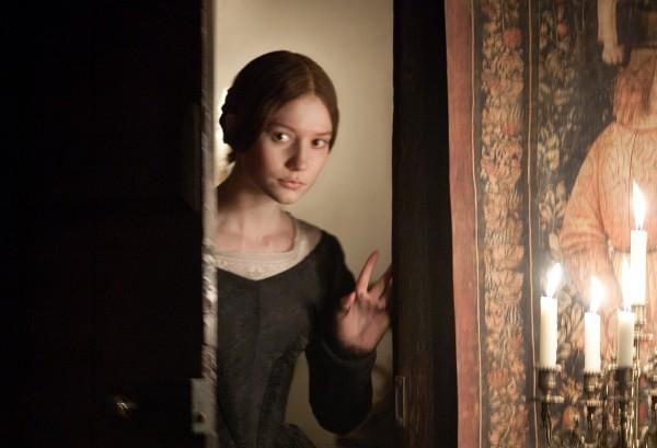 Un'immagine della timida Mia Wasikowska in Jane Eyre