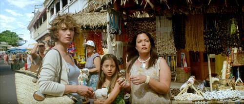 Cécile De France con Jessica Griffiths e Lisa Griffiths nel film Hereafter