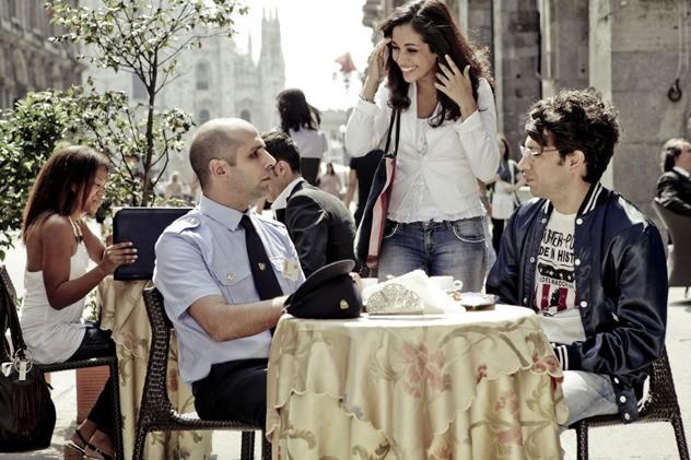 Checco Zalone con Nahiha Akkari e Luigi Luciano nella commedia Che bella giornata