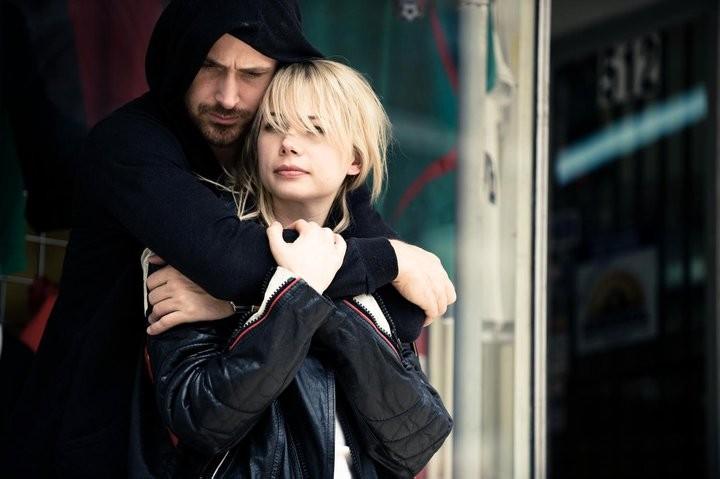 Un'intensa immagine di Michelle Williams e Ryan Gosling, la coppia protagonista di Blue Valentine
