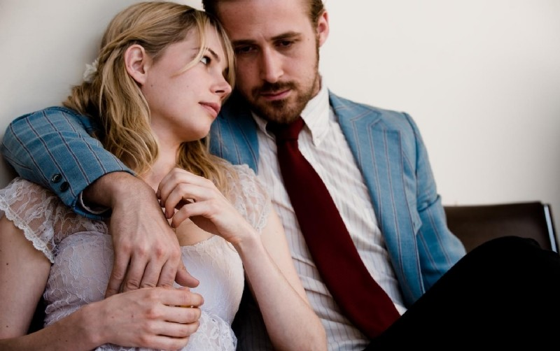 Una tenera immagine di Michelle Williams e Ryan Gosling in Blue Valentine