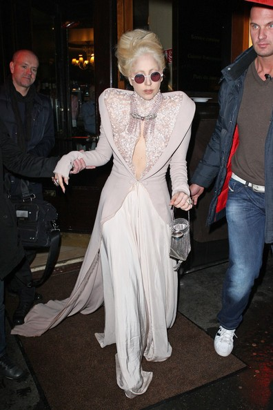 Lady Gaga lascia il ristorante Chez Andre di Parigi