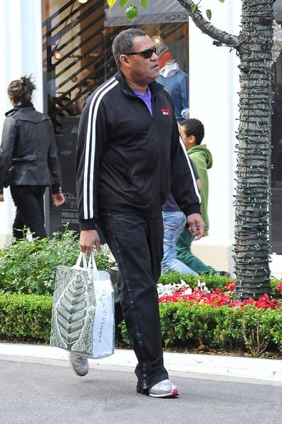 Laurence Fishburne al The Grove in Los Angeles per fare regali dell'ultimo minuto