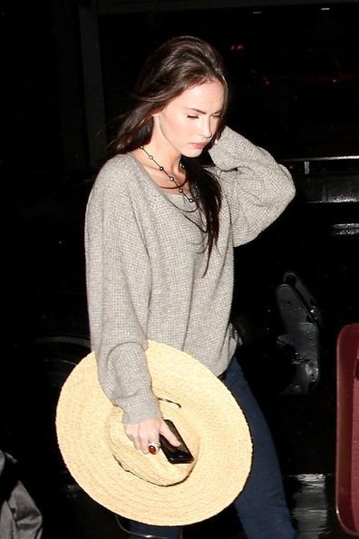 Megan Fox e famiglia si preparano a partire dal Los Angeles International Airport