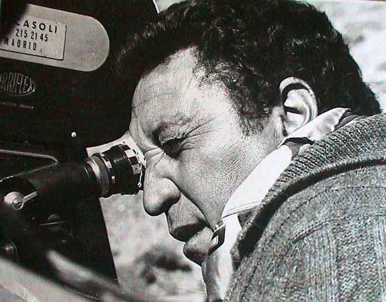Una foto di Antonio Margheriti sul set